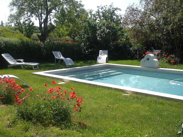 Gîte à la campagne avec piscine 2p - Béraut - Lägenhet