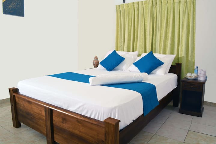 Empyrean Colombo Airport Hotel - Katunayake - Bed & Breakfast