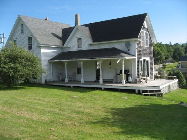 Charming Farmhouse, Brooksville, ME - Brooksville - Huis