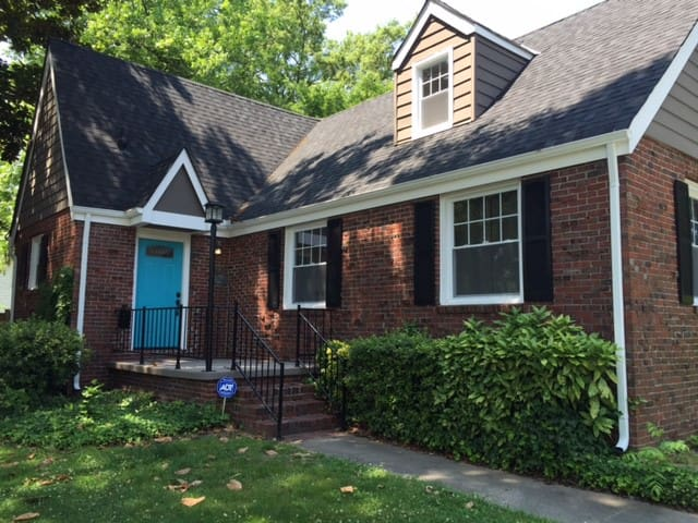 Updated and cozy house - Close to it all! - Norfolk - Maison