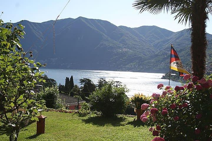 Un balcone sul Lago di Como - Moltrasio