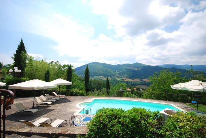 Relax in Tuscany with amazing view over the hills - Dicomano - Appartement