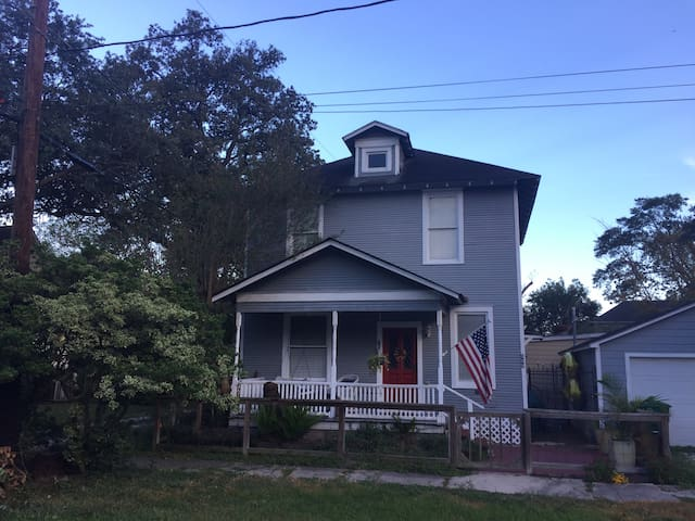 Historic 2 bedroom home close to everything! - Houston