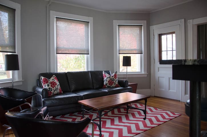 GB Eclectic Victorian - Great Barrington - 公寓