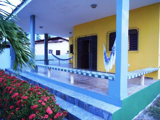 Casa Elevada com Diarista à Beira Mar de Lucena - Lucena