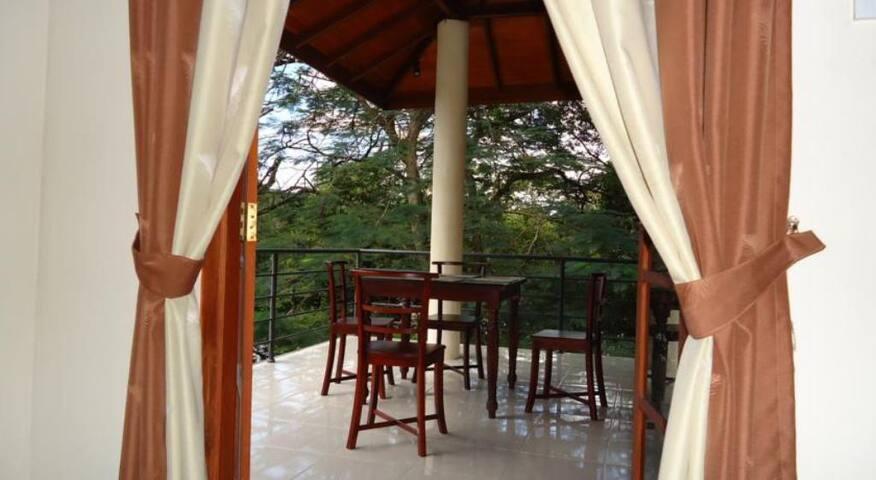 The Villa Kandy - Kandy - Bed & Breakfast