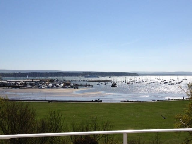 POOLE HARBOUR VIEWS. ONE-BED FULLY FURNISHED APMNT - Poole - Apartemen