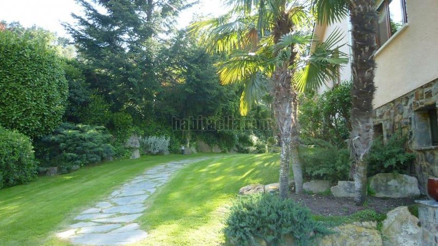 Especial villa con jardin en Parc Cerralada Litor - Vallromanes - Talo