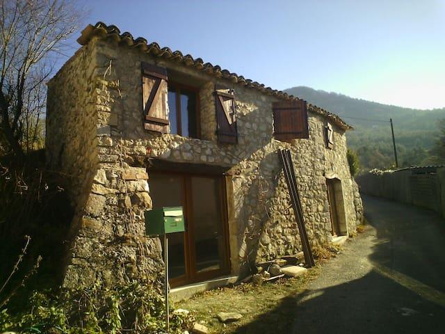 Petite maison charmante - Éourres - Haus
