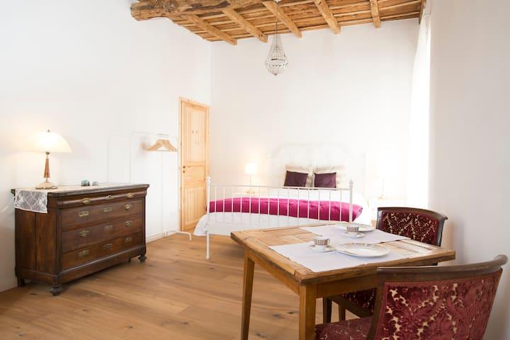 A big, bright room in a farmhouse. - Morimondo - Bed & Breakfast