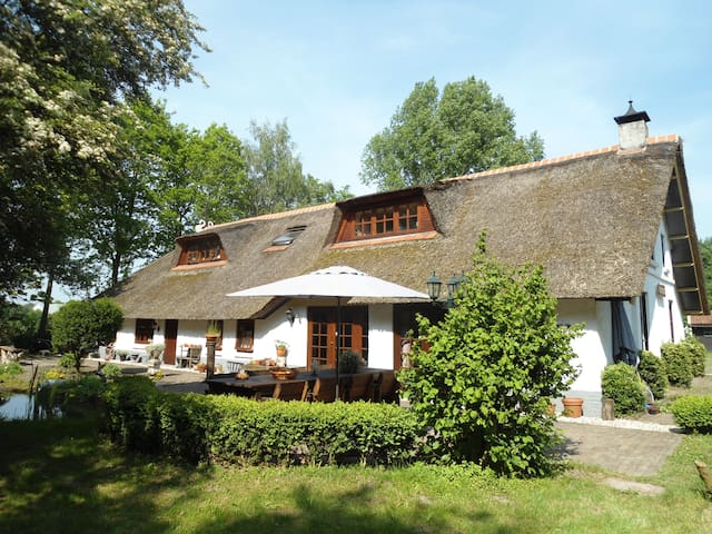 FANTASTIC HOLIDAYHOUSE MAX 16 PERS. - Oosterwolde - Ház
