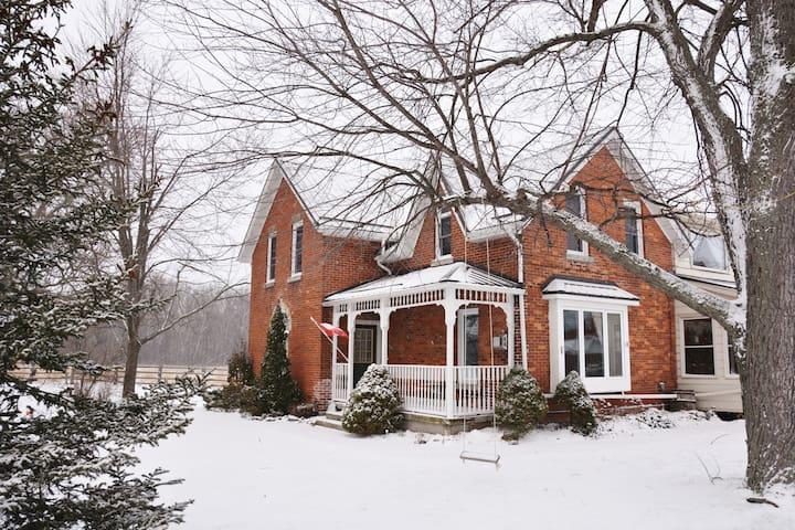 Niagara Century Farmhouse - Welland - Hus