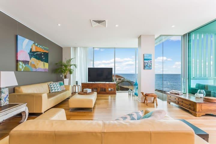 Modern Secure Apartment with Coastal Views - Kingston Park - Apartament