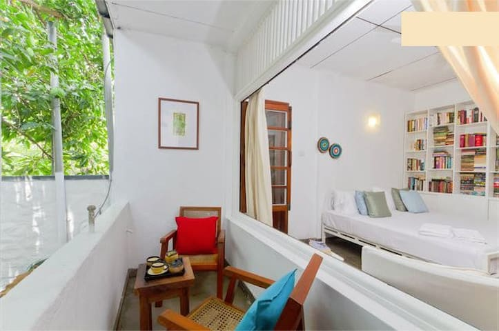 COLOMBO 7- A CHARMING WHITE ROOM - Colombo