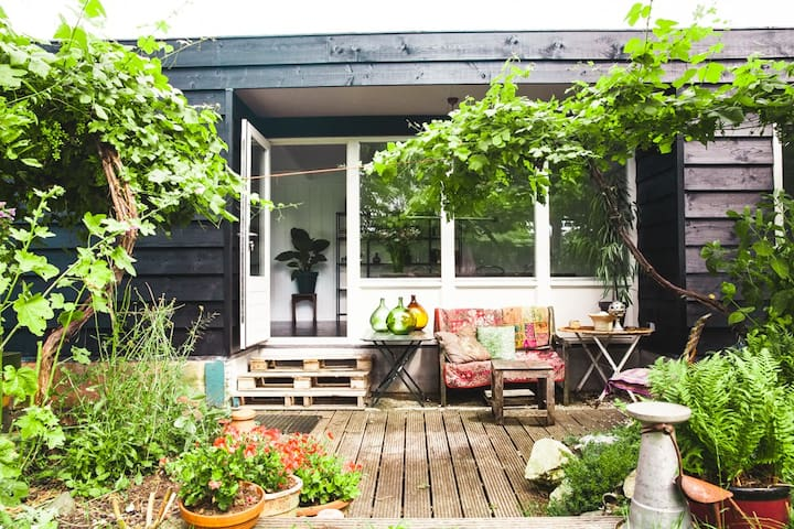 Studio attached to houseboat - Broek in Waterland
