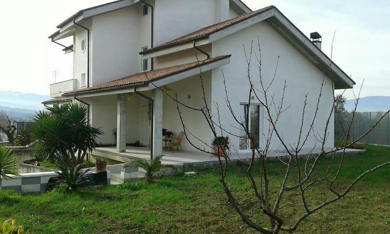 Camera singola casa  Chieti scalo - Chieti - Huis