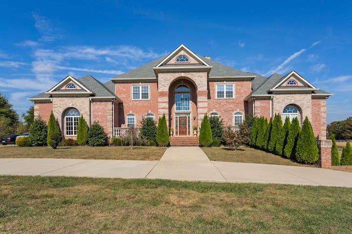 Private Mansion near Nashville - Gallatin