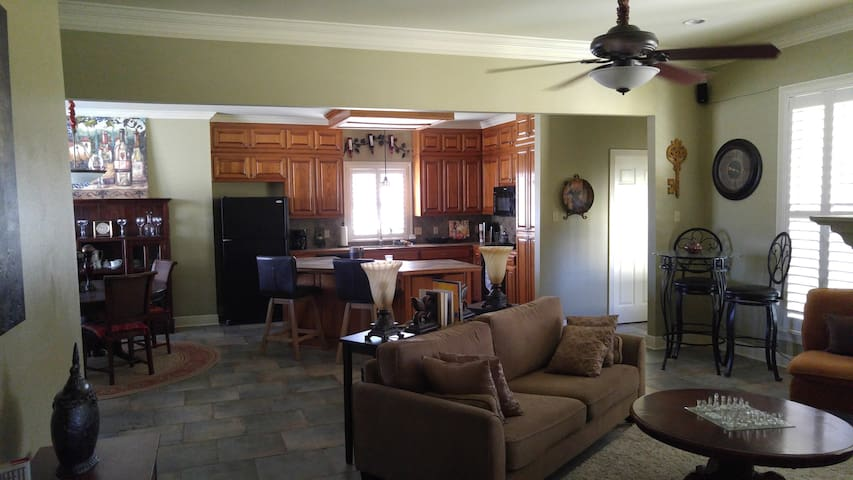 HOME AWAY FROM HOME! - Prairieville - Huis