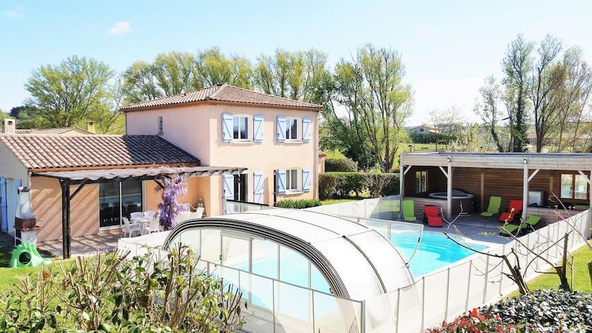 Gîte de Fontvieille: piscine chauffée et jacuzzi - Brugairolles