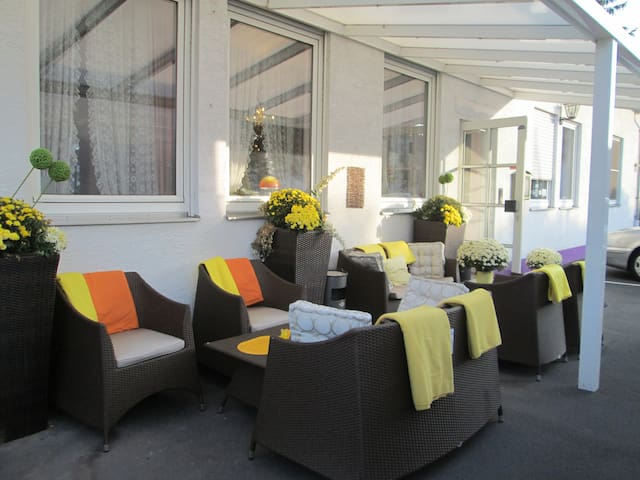 Hotel Attache Frankfurt Airport Raunheim - Raunheim - Bed & Breakfast