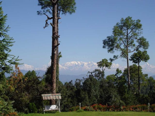 Luxurious British Era Bungalow - Almora