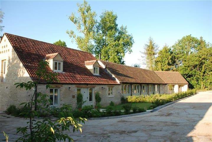 The Long Barn, Doughton. - Doughton - Hus
