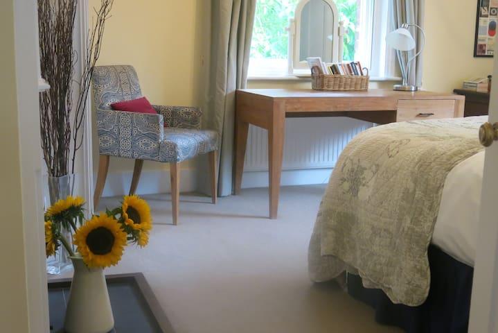 Beautiful king size bedroom with private bathroom - Deddington - Bed & Breakfast