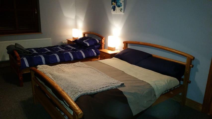 Spare room in a quiet location - Creevagh - Дом