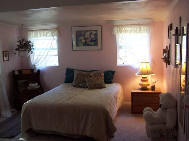 Ranch Stay in Country Master Suite - Winters - Hus