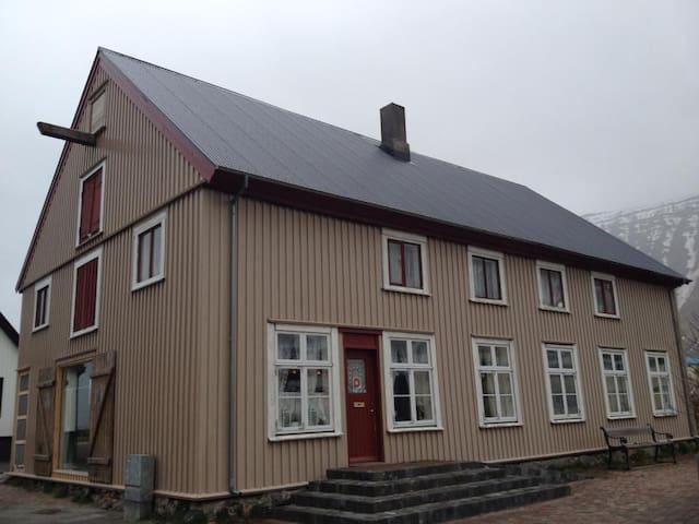 Cozy & cool in heart of Ísafjörður - Ísafjörður - Lägenhet