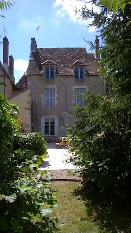 Beautiful house in hilltop village - Brigueil-le-Chantre - Hus