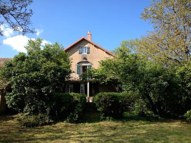 La maison d'un gentleman voyageur - Bessey-en-Chaume - Дом