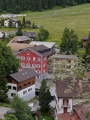 400 jähriges Haus mit gemütlicher Atmosphäre - Churwalden - 家庭式旅館