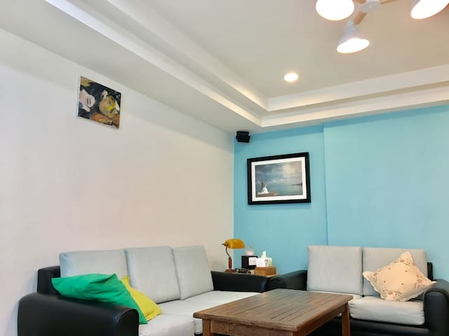 Sunshine House Double bed 陽光充沛的市中心房屋,交通的便捷好地方 - 中壢區 - Huoneisto