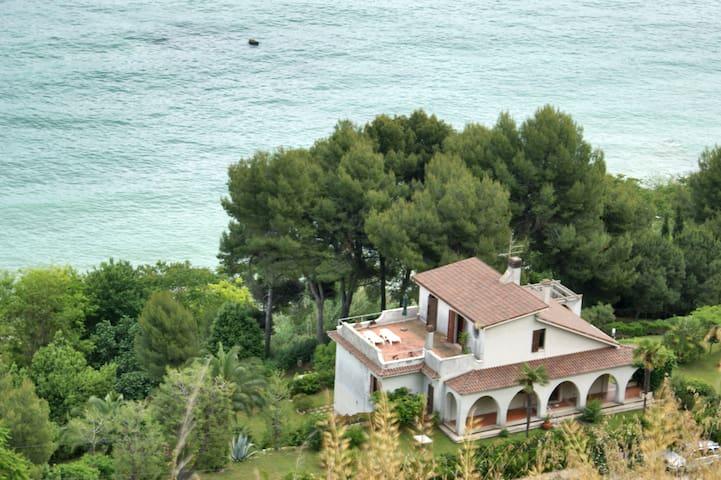 Villa con parco davanti al Mare - Pedaso