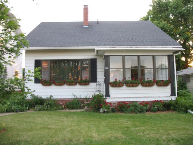 Charming Home at Simpson College - Indianola - Huis