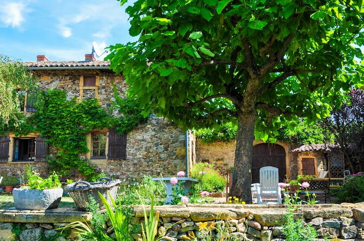 Unique house in Beaujolais area - Ternand - Huis