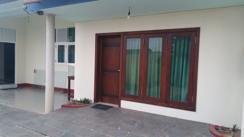 Beach front  Suite for foreigners - Wattala - Gjestehus