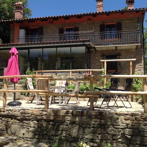Prachtig gelegen Piemontees huis, 2 appartementen - Bossolasco - Apartamento