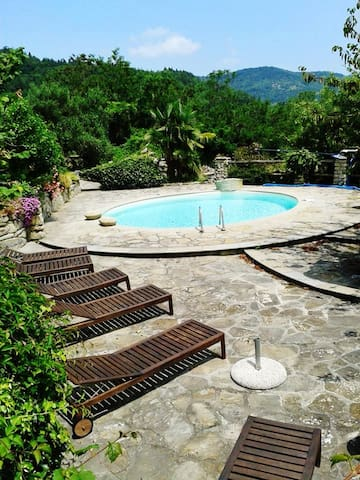 Exceptional villa with pool, views - Mombarcaro