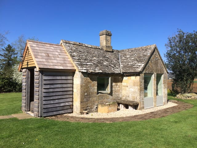 Charming mini cottage bedroom - Winchcombe - Chatka