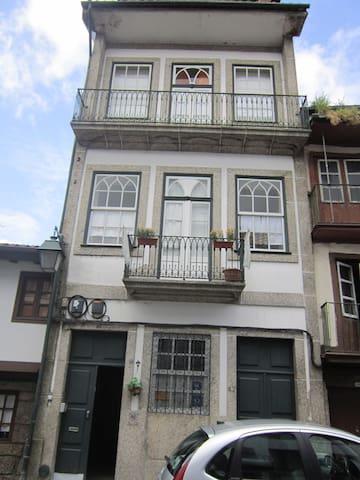 Hostel Prime Guimaraes - Guimarães - Oda + Kahvaltı