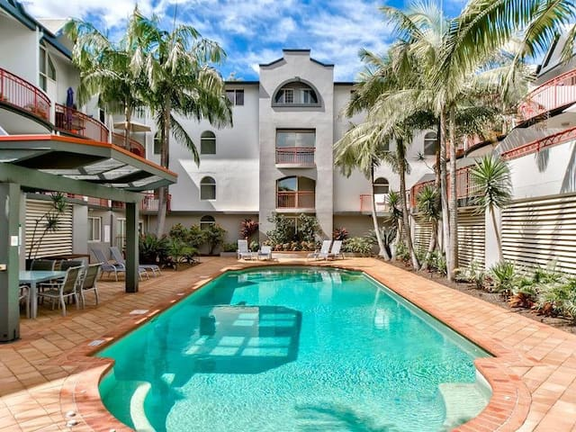 Central 1 brm unit near all amenities - pool & gym - New Farm - Apartemen
