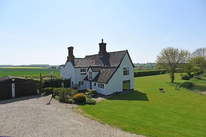Stunning 17th Century Farmhouse, with superb views - Framlingham - Haus