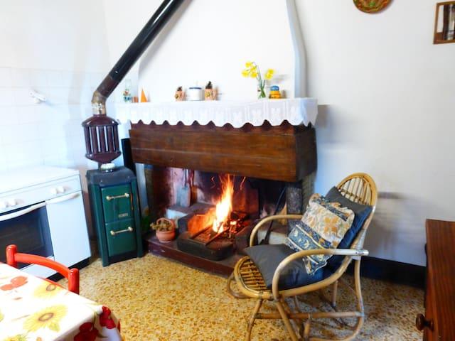 Rustic flat in Tuscany hills - Longoio-mobbiano - Departamento