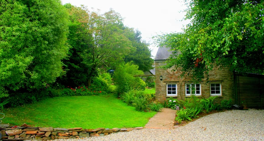 Romantic cottage set in tidal water meadow - Devon - Hus