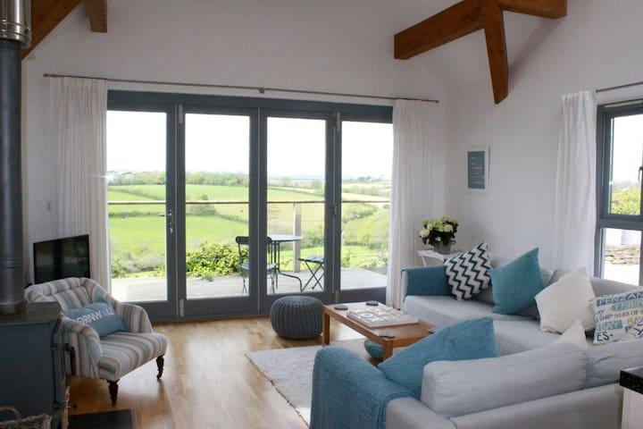 Enjoy modern living in a quiet village - Saint Ewe - Casa