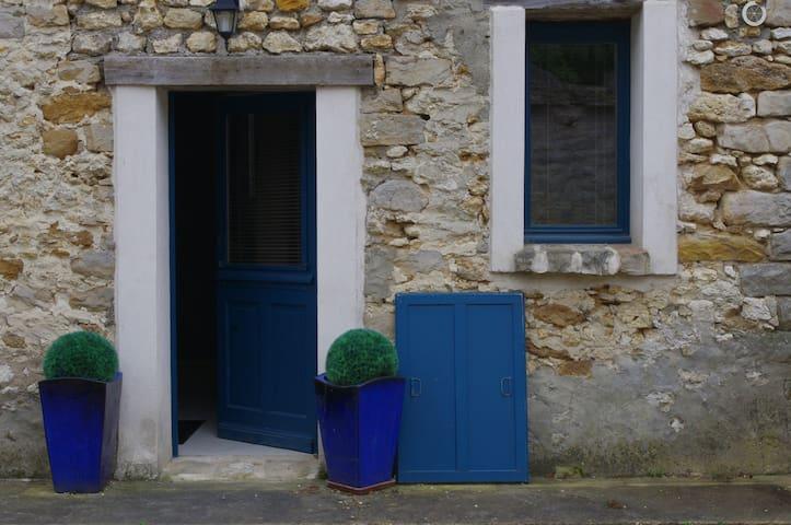 2 pieces dans une maison en pierres - SOISY SUR ECOLE - Daire