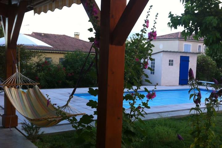 Belle villa avec piscine dans quartier calme - Mercurol - Casa