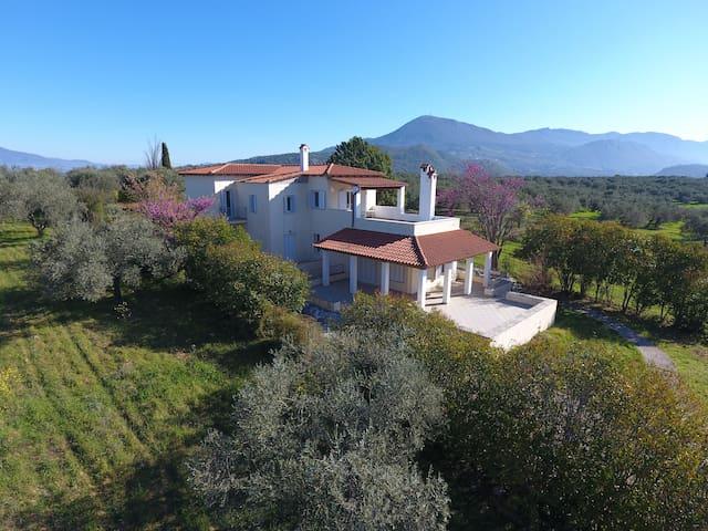 Kavos Villa (First floor) - Agios Georgios - Villa